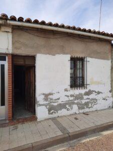 Venta de casa molinera para reformar en la salida de la Avenida de Asturias en Palencia